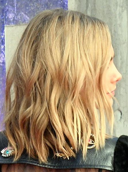 cara-delevingne-medium-wavy-bob-hairstyle