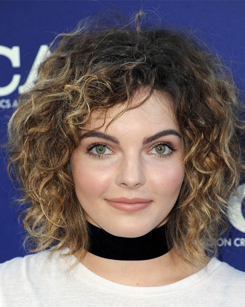 camren-bicondova-medium-curly-shag-hairstyle