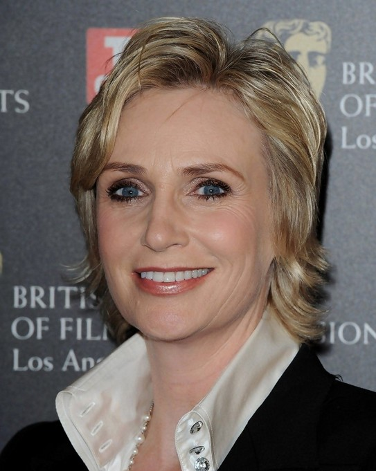 jane-lynch-short-layered-bob-hairstyle-for-women-over-50