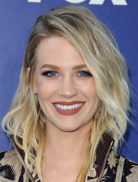 january-jones-medium-wavy-bob-hairstyle