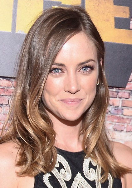 jessica-stroup-long-wavy-hairstyle