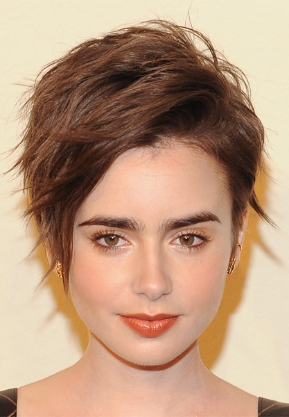 lily-collins-short-straight-hairstyle