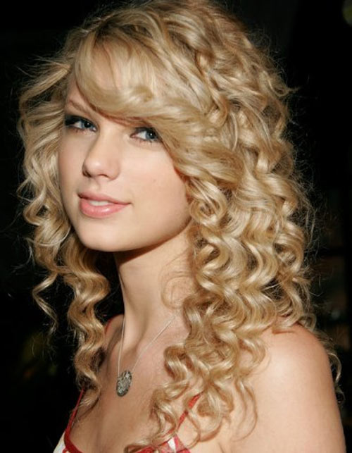 long-curly-hairstyle-for-teenagers