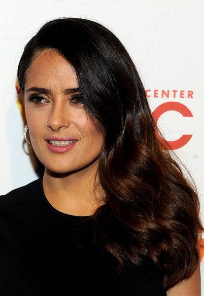 salma-hayek-long-wavy-hairstyle