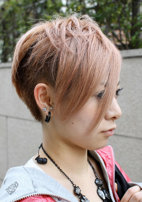 trendy-short-haircuts-women