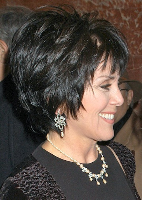 short-layered-hairstyle-for-older-women