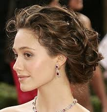 stylish-curly-hair-updo