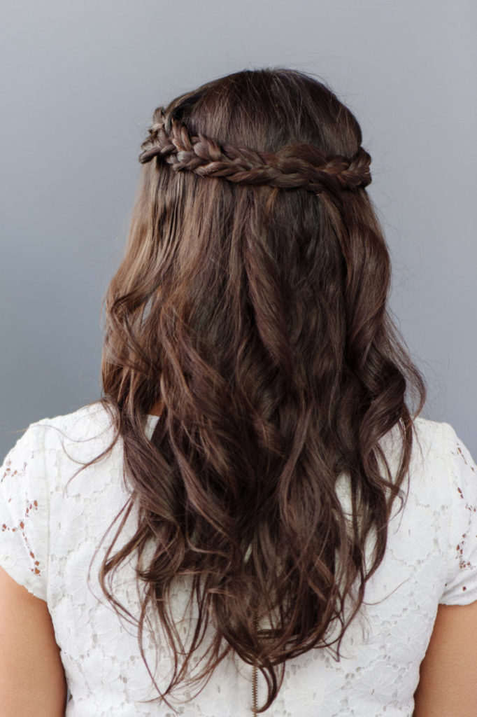 bridesmaids-half-up-half-down-hairstyles