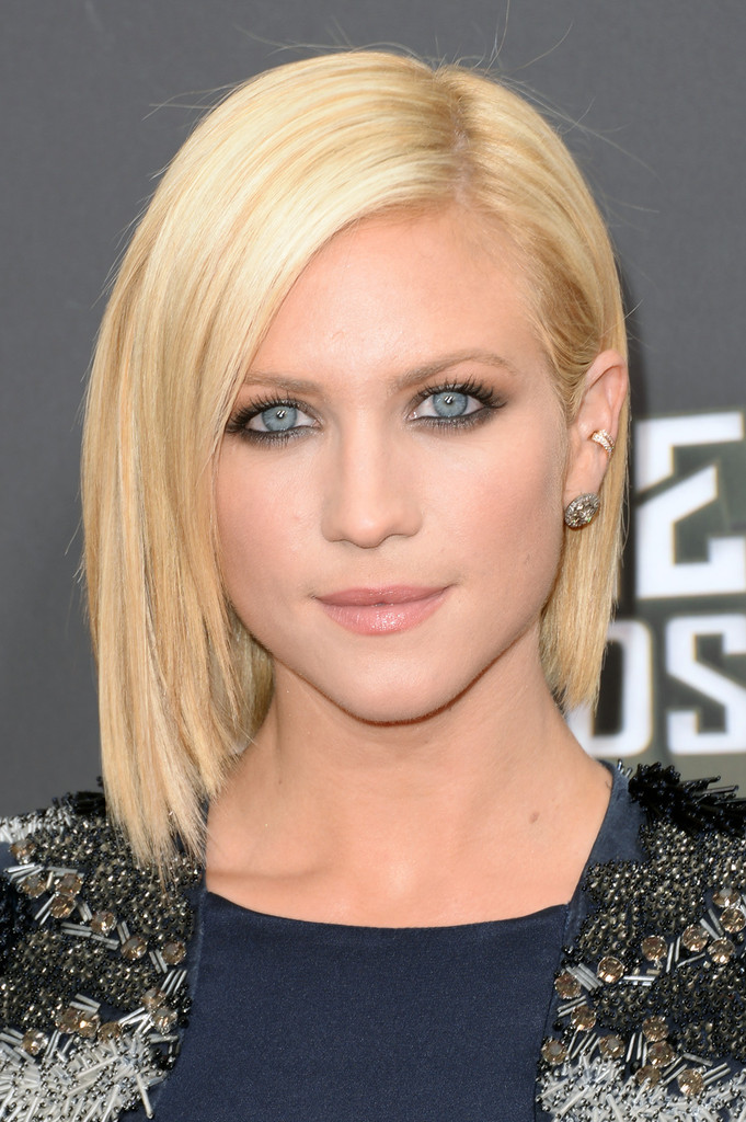 brittany-snow-short-straight-cut