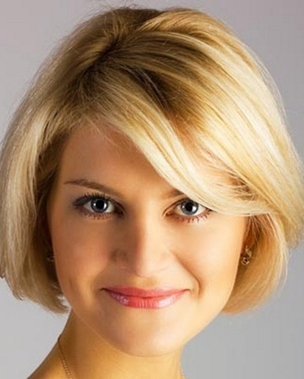 Beautiful Short Hairstyle For Round Face