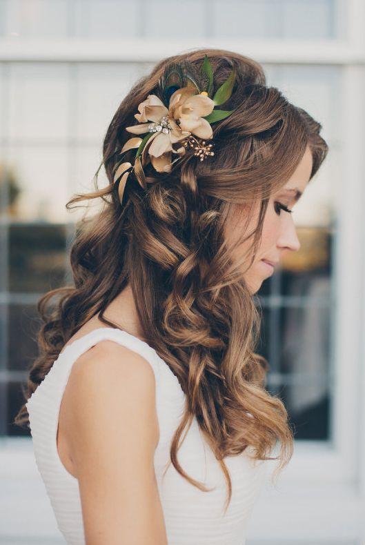 25 Trendy And Beautiful Beach Wedding Hairstyles