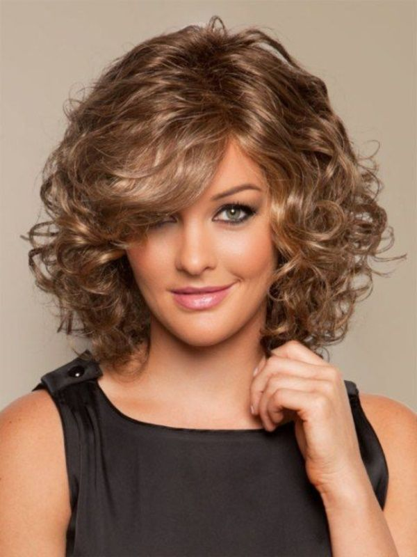 18 Superlative Medium Curly Hairstyles for Women - Haircuts ...