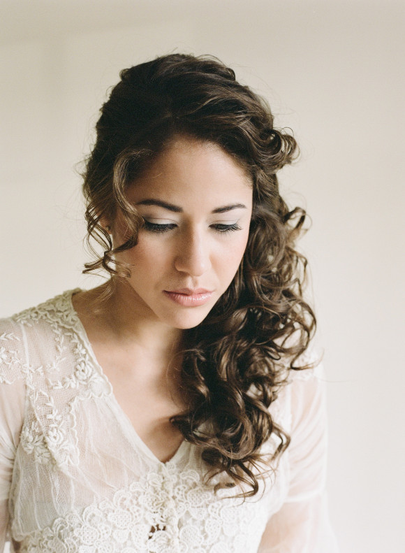 25 Most Elegant Looking Curly Wedding Hairstyles - Haircuts & Hairstyles 2018