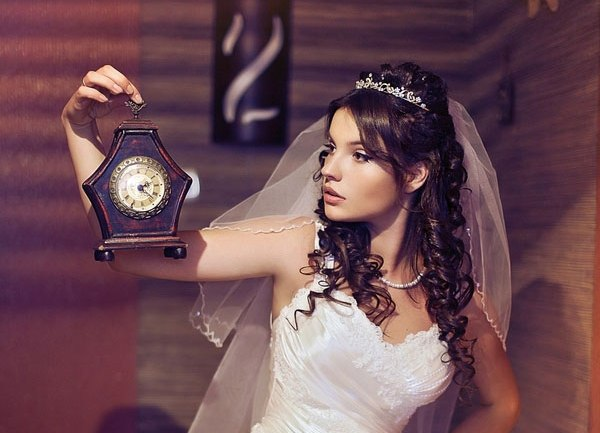 25 Most Elegant Looking Curly Wedding Hairstyles - Haircuts & Hairstyles 2018
