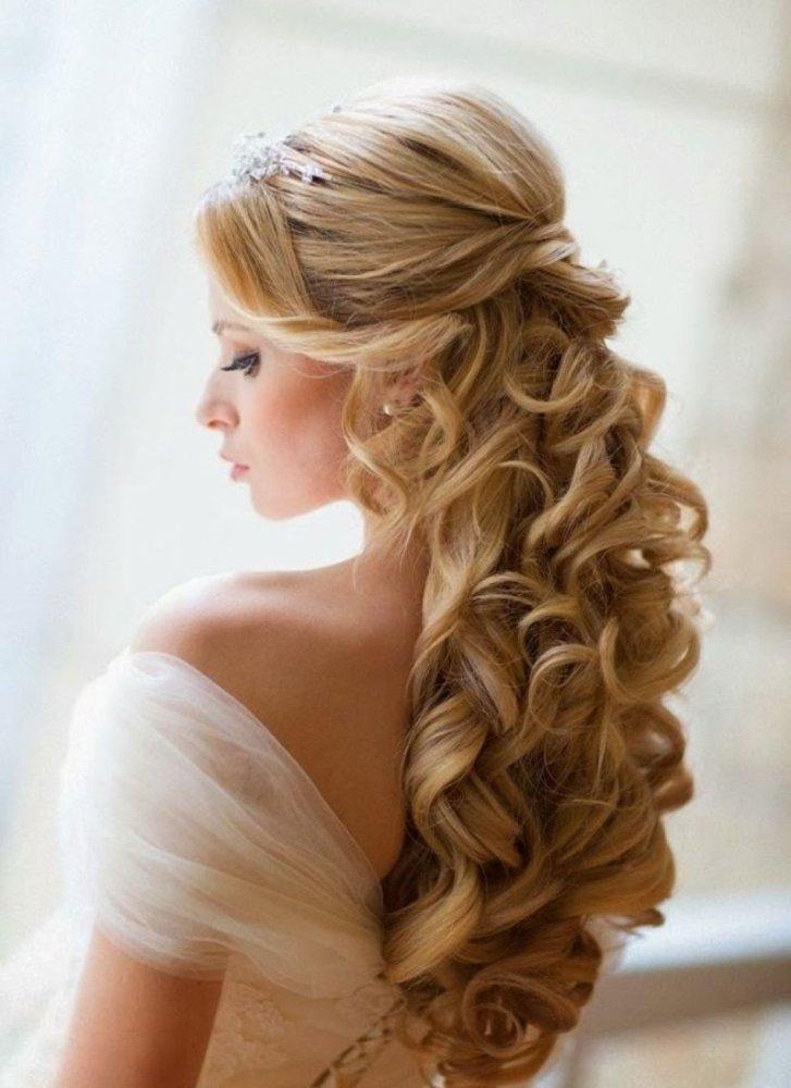 25 Most Elegant Looking Curly Wedding Hairstyles Haircuts Hairstyles 2020