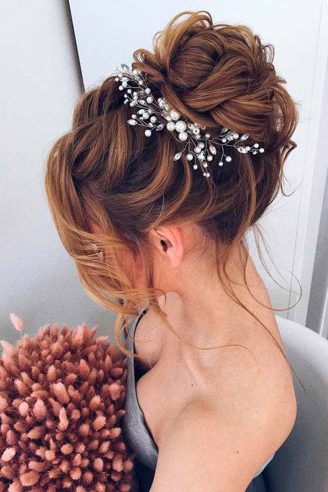 30 Medium Updo Hairstyles For Women To Look Stunning - Haircuts ...