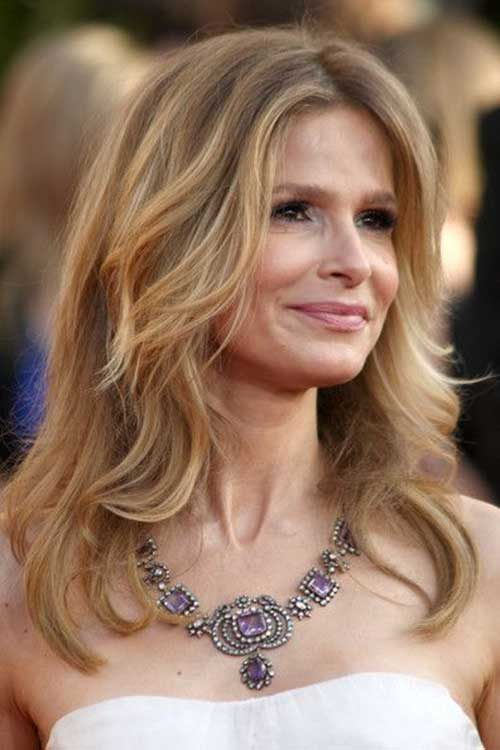 30 Long Hairstyles For Women Over 50 Look Trendy And Fashionable Haircuts Hairstyles 2020