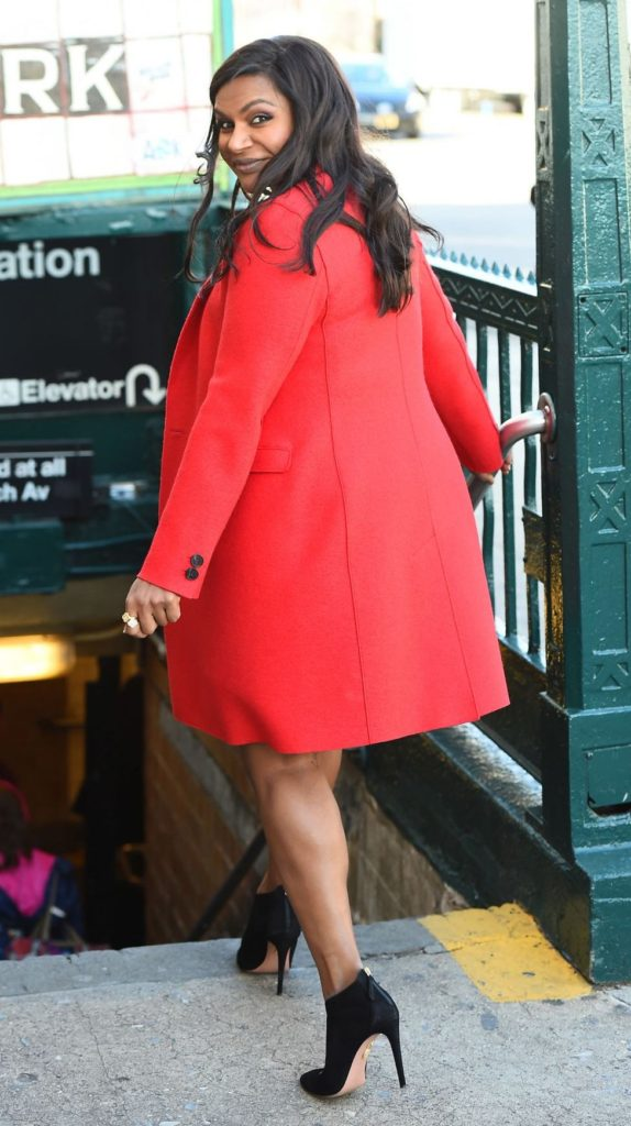 Mindy Kaling's Side Swept Long Wavy Hair