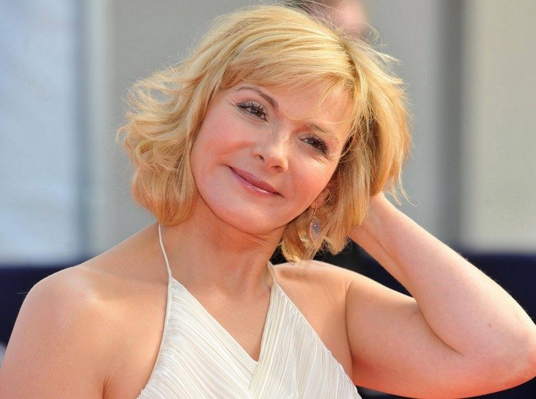 15 Hairstyles For Women Over 50 With Round Faces - Haircuts ...