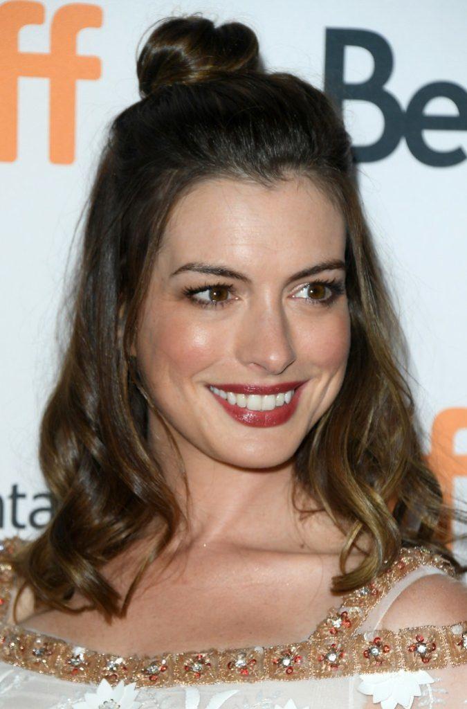 Anne Hathaway Haircut (30)