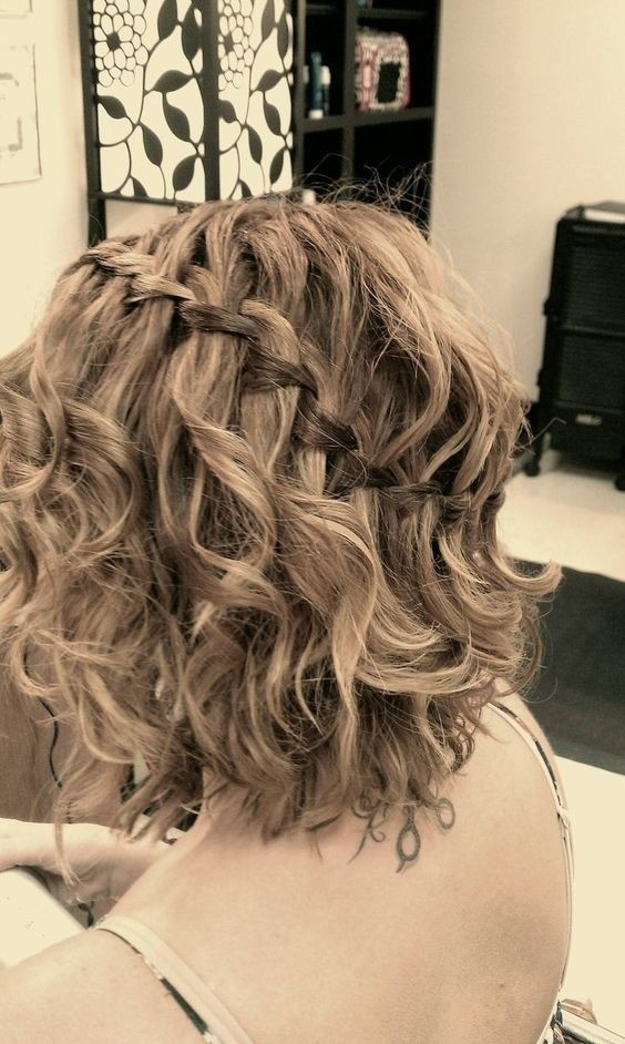 19. Homecoming Hairstyle
