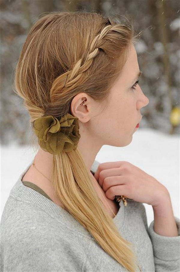 2. Simple Hairstyle for Medium Hair