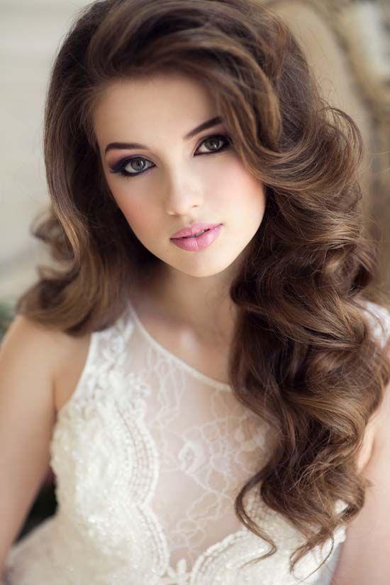 23. Gorgeous Wavy Hairstyle