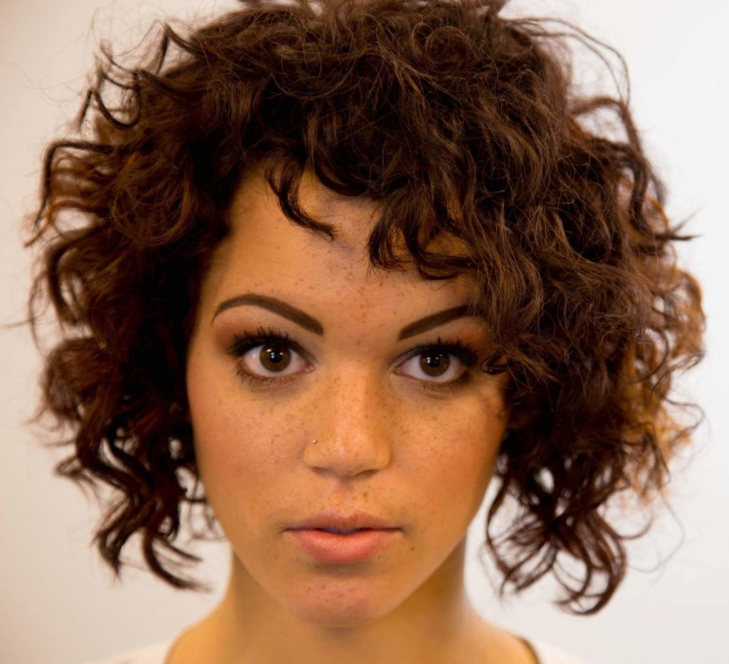 Curly Hairstyles for Round Faces